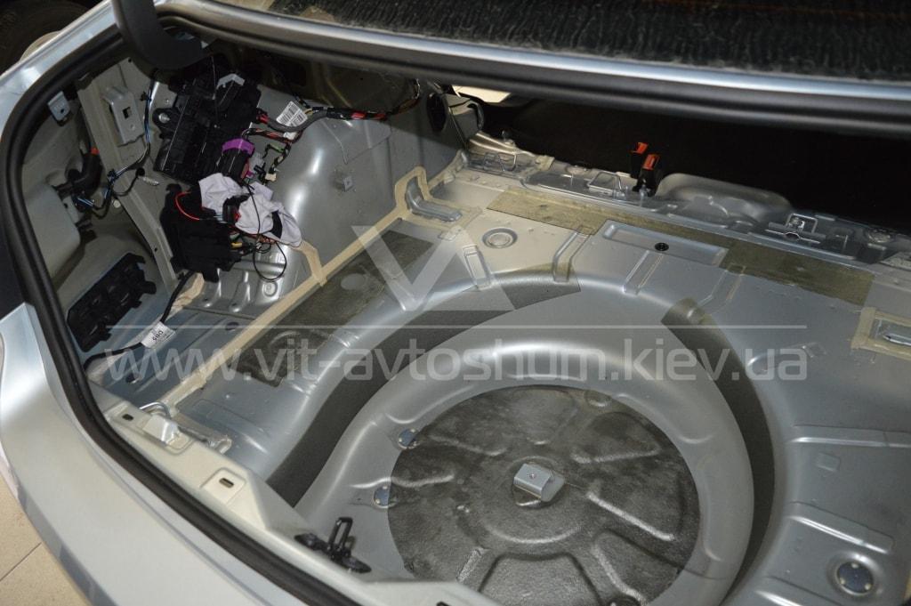 Шумоизоляция багажника Opel Astra H