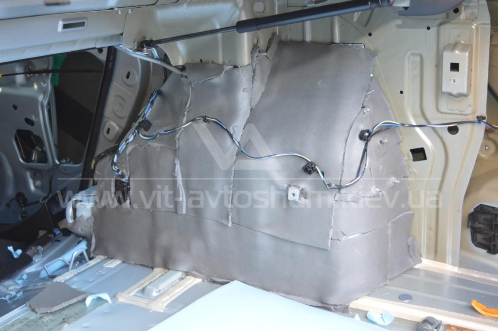Шумоизоляция задних арок спленом Opel Astra H