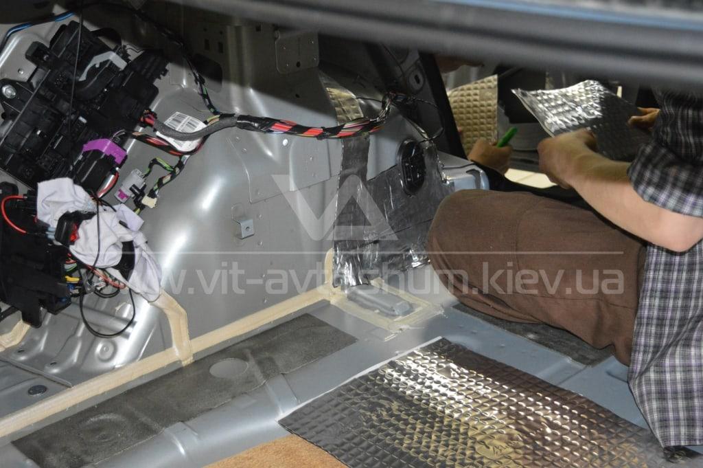 Виброшумоизоляция задних арок Opel Astra H