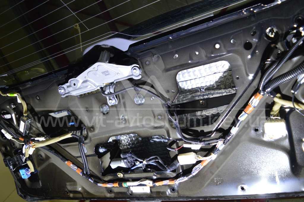 Шумоизоляция крышки багажника Lexus RX300