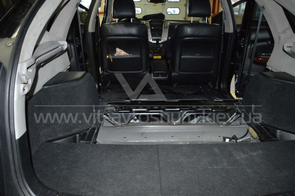Виброшумоизоляция пола Lexus RX300
