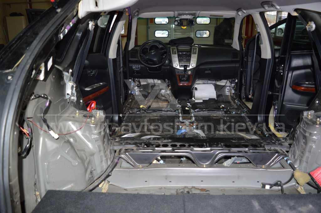 Разборка под шумоизоляцию салона Lexus RX300