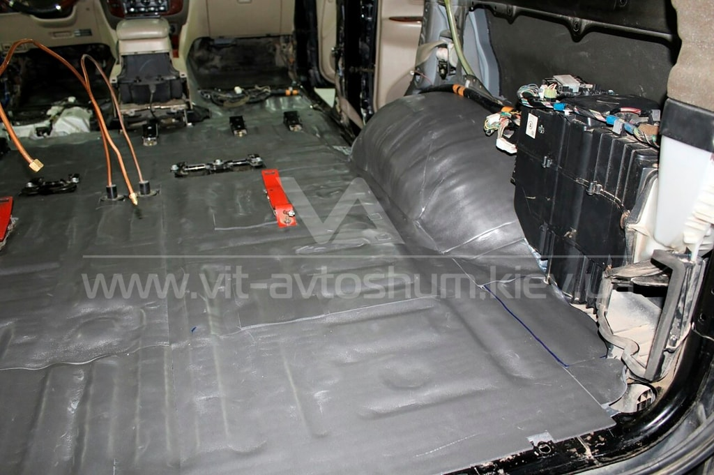 Шумоизоляция багажника Toyota Land Cruiser 1