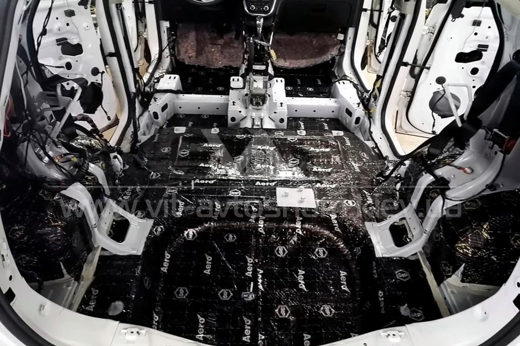 Оклейка виброизоляцией пола Opel Mokka