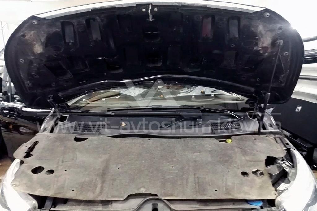Шумоизоляция капрота Mercedes-Benz Vito